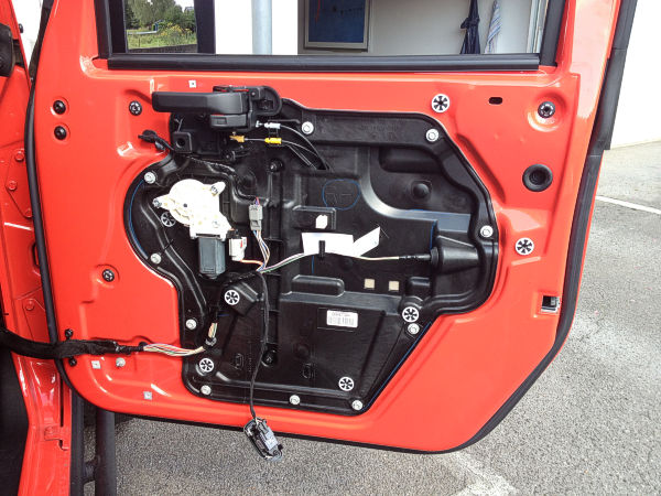 2014  Wiring  Pin Layout  U0026 Signals On The Door Of A Jeep Wrangler Jk Moab 2013